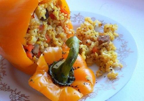 Фаршированный перец с рисом и овощами