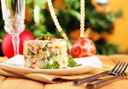 """Тарелка с салатом """"Оливье"""""""
