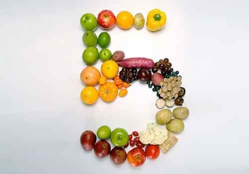 Овощи и фрукты в форме цифры 5