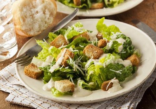 """Тарелка с салатом """"Цезарь"""""""