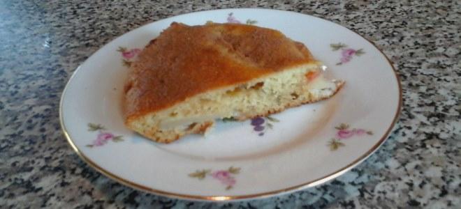 выпеченный пирог с яблоками