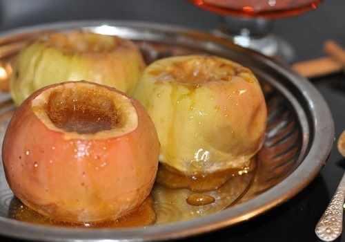 Печеное яблоко с медом