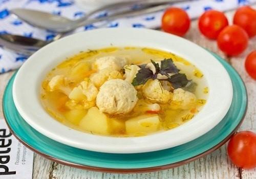 Суп из индейки с фрикадельками и цветной капустой